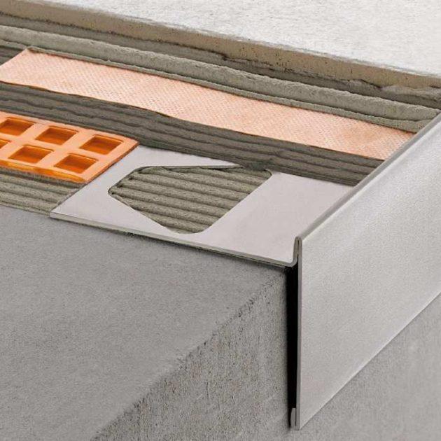 Profils balkoniem un terasēm BARA-RT nodrošina tīrās malas blīvējumu un aizsargā brīvajām malām no atmosfēras iedarbības un sadalīšanās.