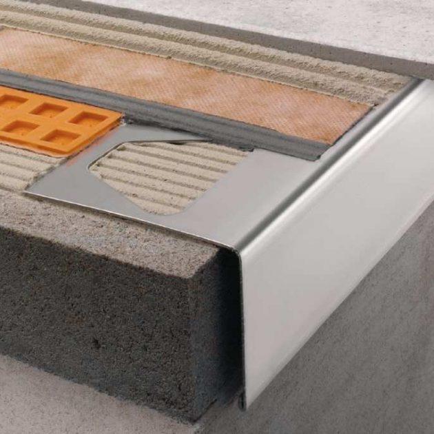 """Profils balkoniem un terasēm BARA-RW ir nerūsējošā tērauda vai krāsota alumīnija """"L veida"""" noslēguma profils balkonu un terašu brīvo malu apdarei."""
