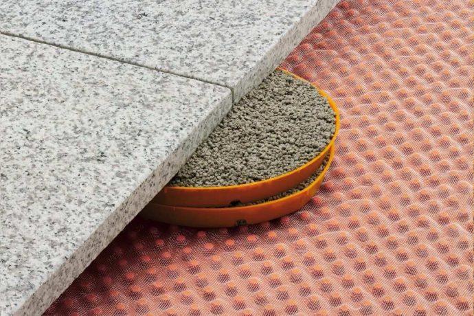 Veidņu gredzeni TROBA-STELZ-MR ir izgatavoti no polietilēna un tiek izmantoti kā palīgierīces liela izmēra plākšņu montāžai uz balkoniem un terasēm