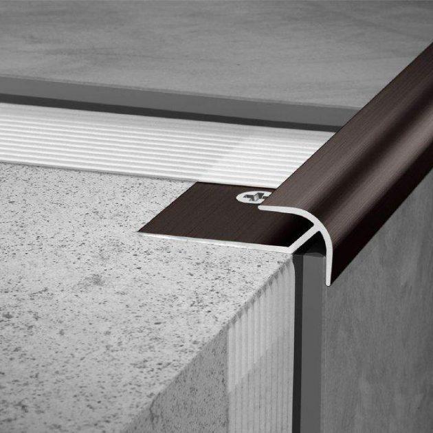 Elastīgo segumu profils VINPRO-RO stūriem tiek izmantots elegantai stūru apdarei. Piemērots LVT, PVC vai cita veida dizaina segumiem.